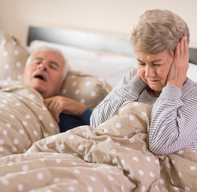 האם קיים מכשיר בשוק שמאפשר שינה רציפה ושקטה לשני בני הזוג?